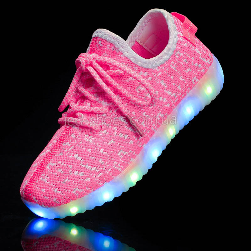 Светящиеся LED кроссовки Yeezy на шнурках розовые 5102-3