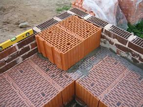 Від чого залежить довговічність керамічної цегли та керамоблоків