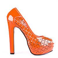 Модные перфорированные оранжевые туфли на высоком каблуке