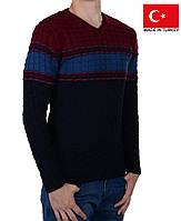 Молодежный свитер с v-образным вырезом.