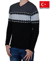 Уютный зимний мужской свитер с орнаментом.