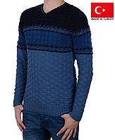 Вязанный свитер с орнаментом.