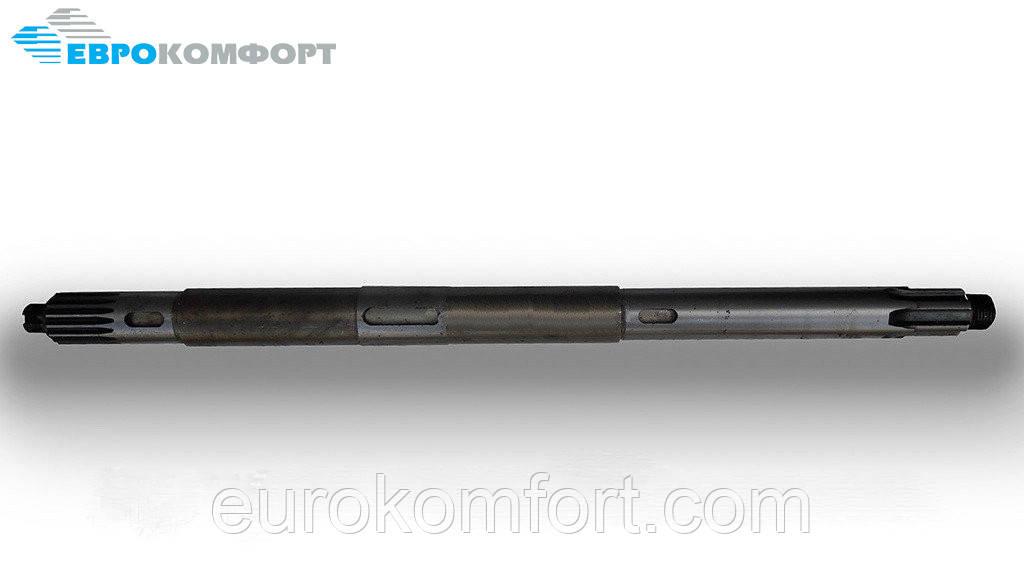 Вал горизонтальный коробки раздаточнойКМС 02.601