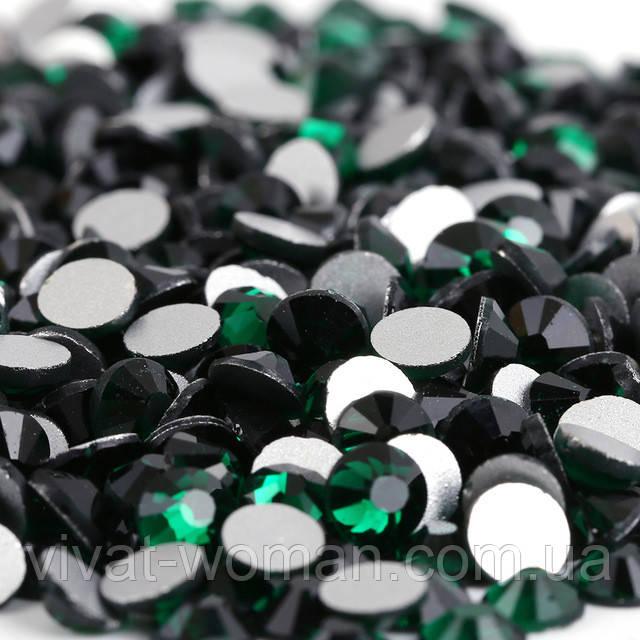 Стразы Emerald (изумрудный) SS16 холодной фиксации. Цена за 144 шт