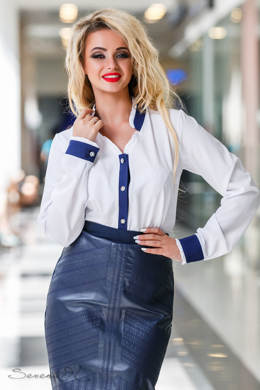 d13c654aa03 Деловая женская блузка с синими вставками