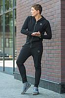 Мужской спортивный черный костюм с нашивками на кофте и штанах