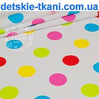 Ткань с цветными горохами 40 мм на белом фоне (№151)
