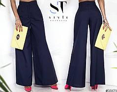 Шикарные брюки-клеш с завышенной посадкой станут отличной базой для создания формального лука.