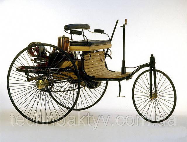 1886г. - изобретение Бенца - первое в мире авто с бензиновым двигателем - сильно отличалось от современного образа автомобиля: по сути, он установил разработанный им с нуля четырёхтактный двигатель на трёхколёсный велосипед