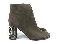 Замшевые коричневые ботиночки на каблучке
