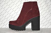 Ботильоны женские стильные на толстом каблуке и тракторной подошве натуральная замша бордового цвета