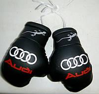 Сувенирные мини перчатки боксерские для авто сувенир брелок логотип Audi черные