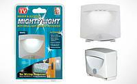 Cветодиодный фонарь Mighty light светильник с датчиком движения