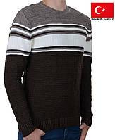 Вязанный подростковый свитер с орнаментом.