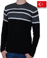 Яркий молодежный свитер с орнаментом.