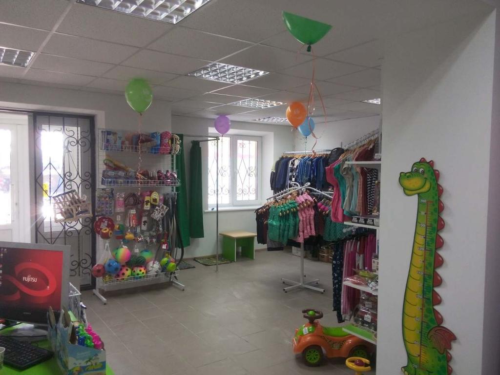 Торговое оборудование магазина детской одежды в г. Гуляйполе (Запорожская обл.)
