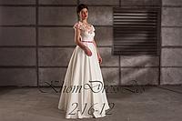 Платье атласное с цветами