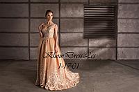 Пышное платье со шлейфом и V-образной спиной