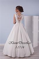 Платье из бархатистого атласа с ажурной спиной