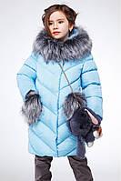 Зимняя куртка для девочки с меховыми карманами и воротником.