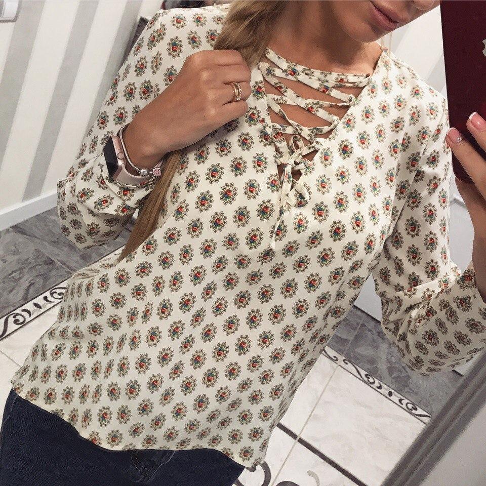 Красивая женская блузка со шнуровкой