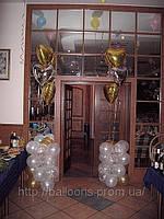 Столбики из воздушных шаров у входа в кафе, фото 1