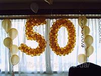 Золотая цифра из воздушных шаров