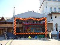 Украшение уличной сцены гирляндой из воздушных шаров, фото 1