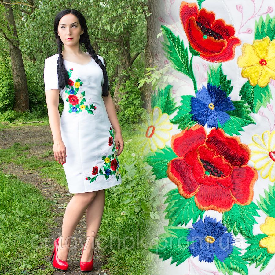 Белое атласное платье с вышивкой