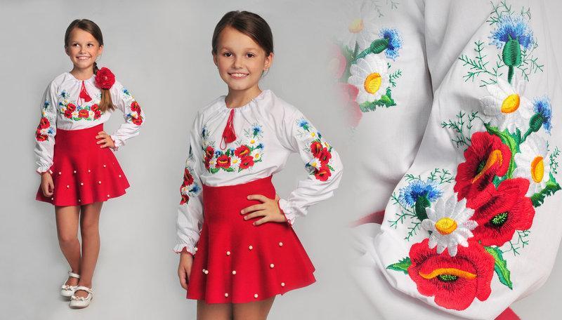 Вышиванка для девочки с васильками, маками и ромашками