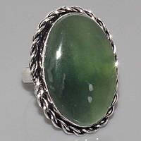 Кольцо с натуральным камнем нефрит в серебре.