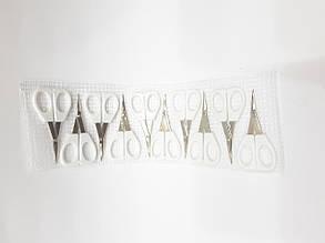 Ножницы маникюрные с белой пластиковой ручкой