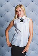 Блуза женская с брошью белая