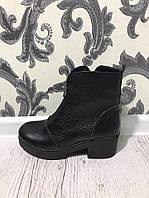 Удобные демисизонные ботинки на устойчивом каблуке. Материал натуральная кожа. Цвет черный. Р-р 36-40.