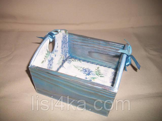 Деревянная голубая конфетница  с цветочным рисунком