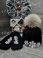 Женская стильная шапка с меховым бубоном-камнями.
