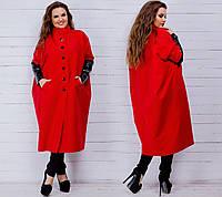 Модный женское пальто на пуговицах, декорировано карманами.
