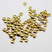 Металлостразы квадратные.Цвет Золото 2х2мм.Цена за 100шт
