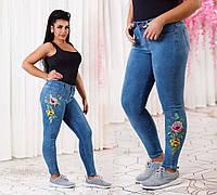 Женские стильные джинсы стрейч с вышивкой полубатальные 4612