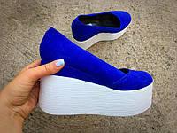 40 размер! Модные женские кожаные туфли синие электрик белая танкетка тренд 2017