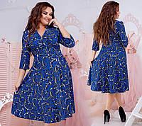 Красивое женское платье в абстрактный принт с V-образным вырезом горловины.