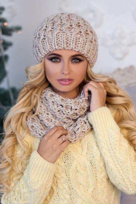 Зимний женский комплект «Эустома» (шапка и шарф-хомут) Светлый кофе