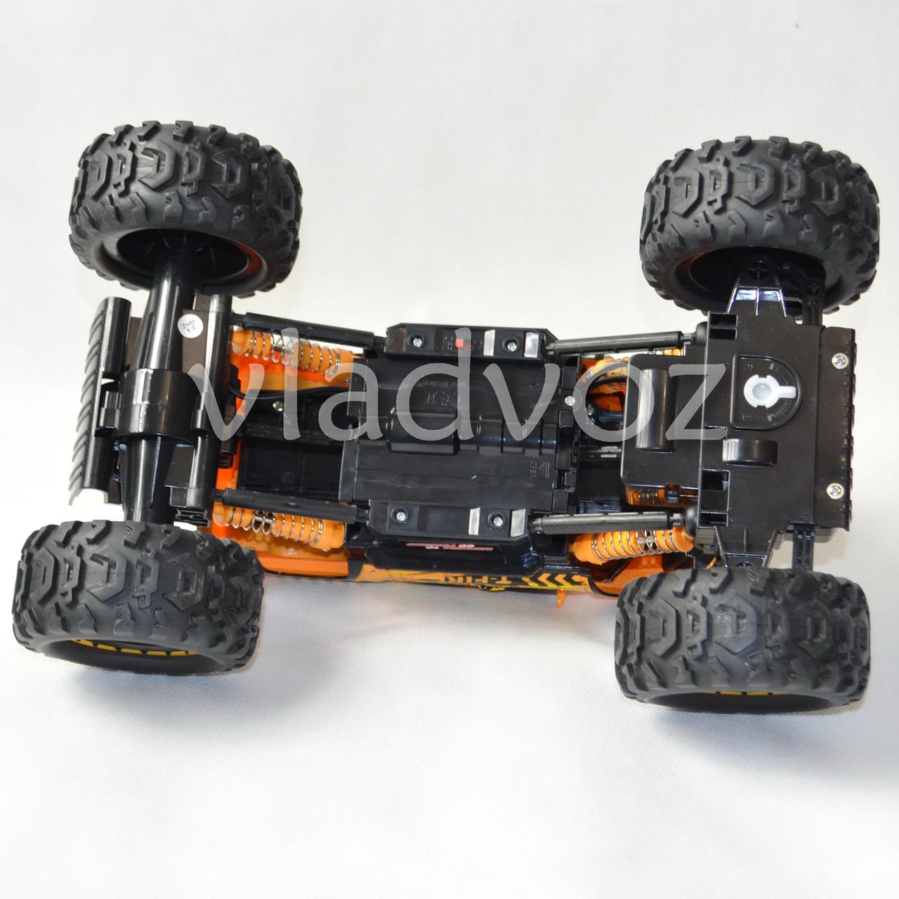 Rock Crawler оранжевый на радиоуправлении вид сзади