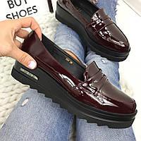 Туфли лоферы лаковые винные
