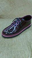 Коричневые лаковые ботиночки под крокодилью кожу