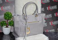 Женская кожаная сумка серая со съемным декором.
