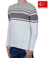 Вязанный молодежный свитер с орнаментом.