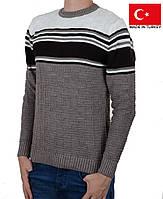Вязанный мужской свитер с орнаментом.