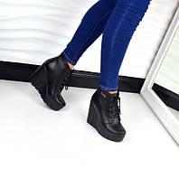 Демисезонные кожаные ботинки на платформе