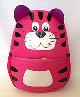 """Рюкзак игрушка детский мягкий"""" Котик"""" из неопрена для школы,детсада,в поездку малинового цвета"""